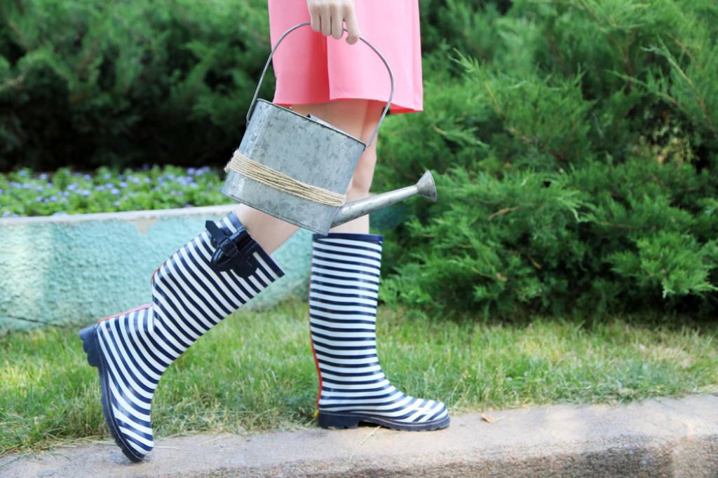 Med gode gummistøvler er du rigtig klædt på til havearbejdet
