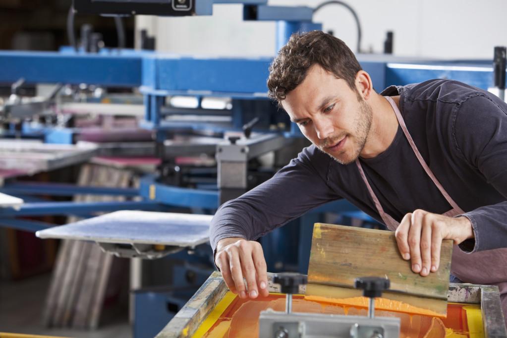 Hvad er Serigrafi – og hvordan kan din virksomhed udnytte print