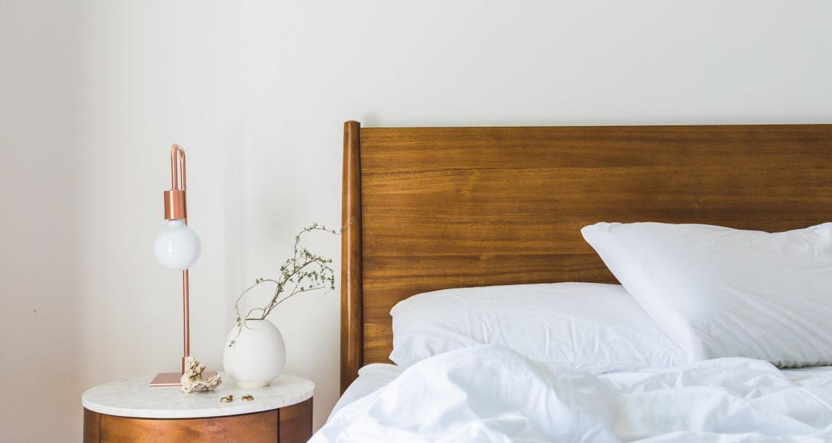 Det skal du kigge efter når du vælger sengebord